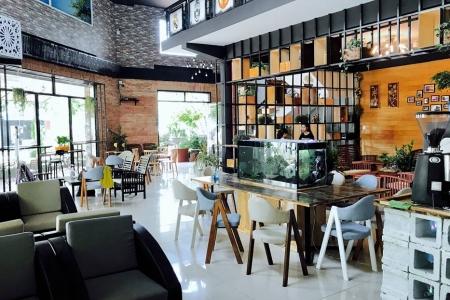 Pause Coffee - Trần Khánh Dư